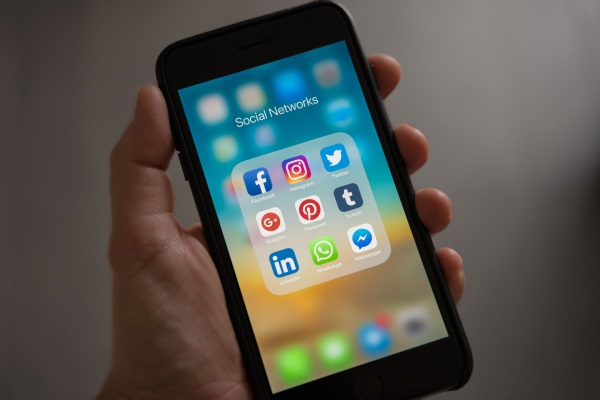 estrategia farmacia redes sociais
